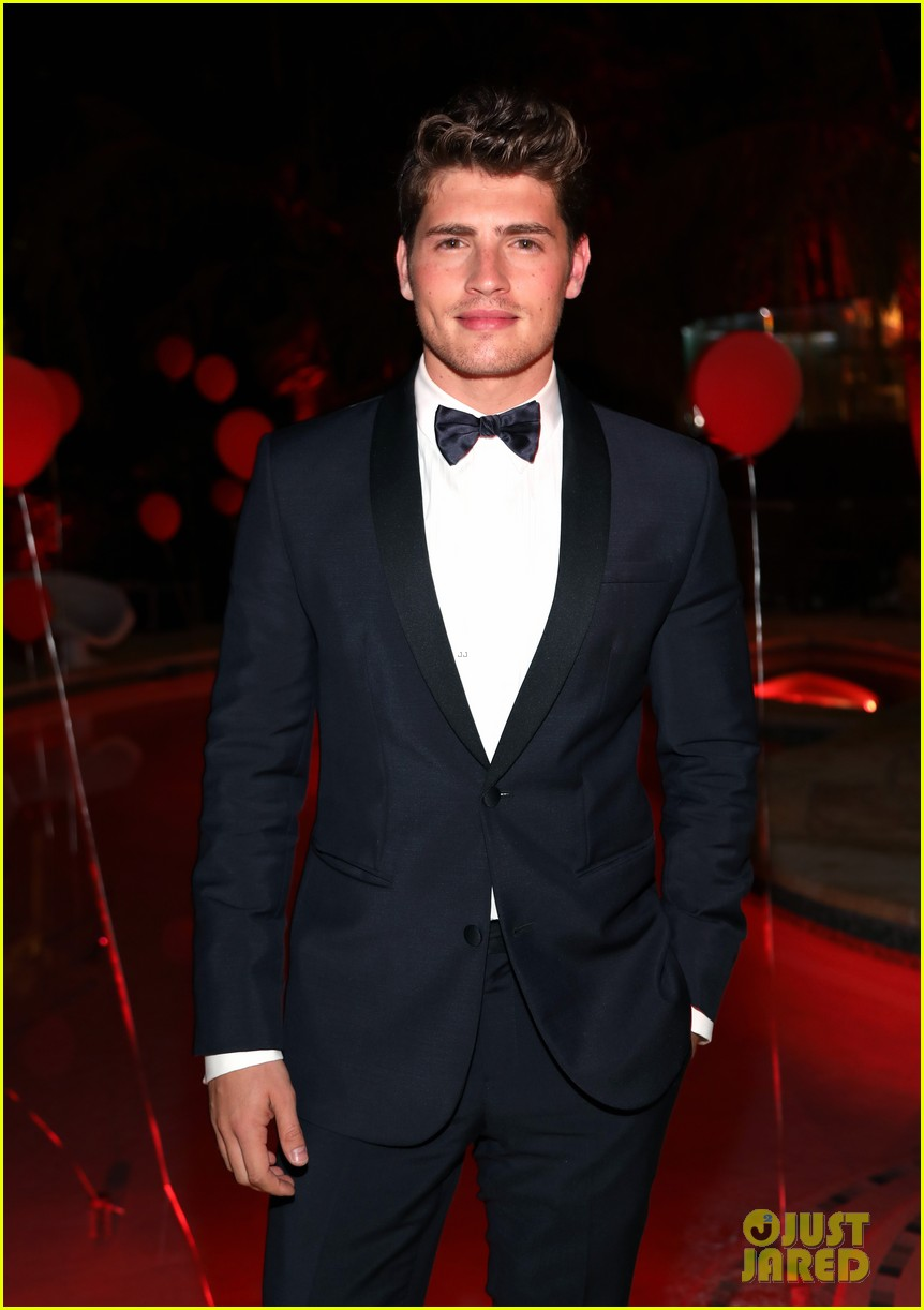gregg sulkin just jared halloween party 06