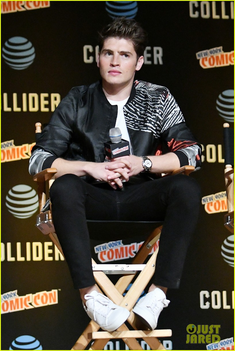 gregg sulkin and runaways co stars bring new series to new york comic con 03