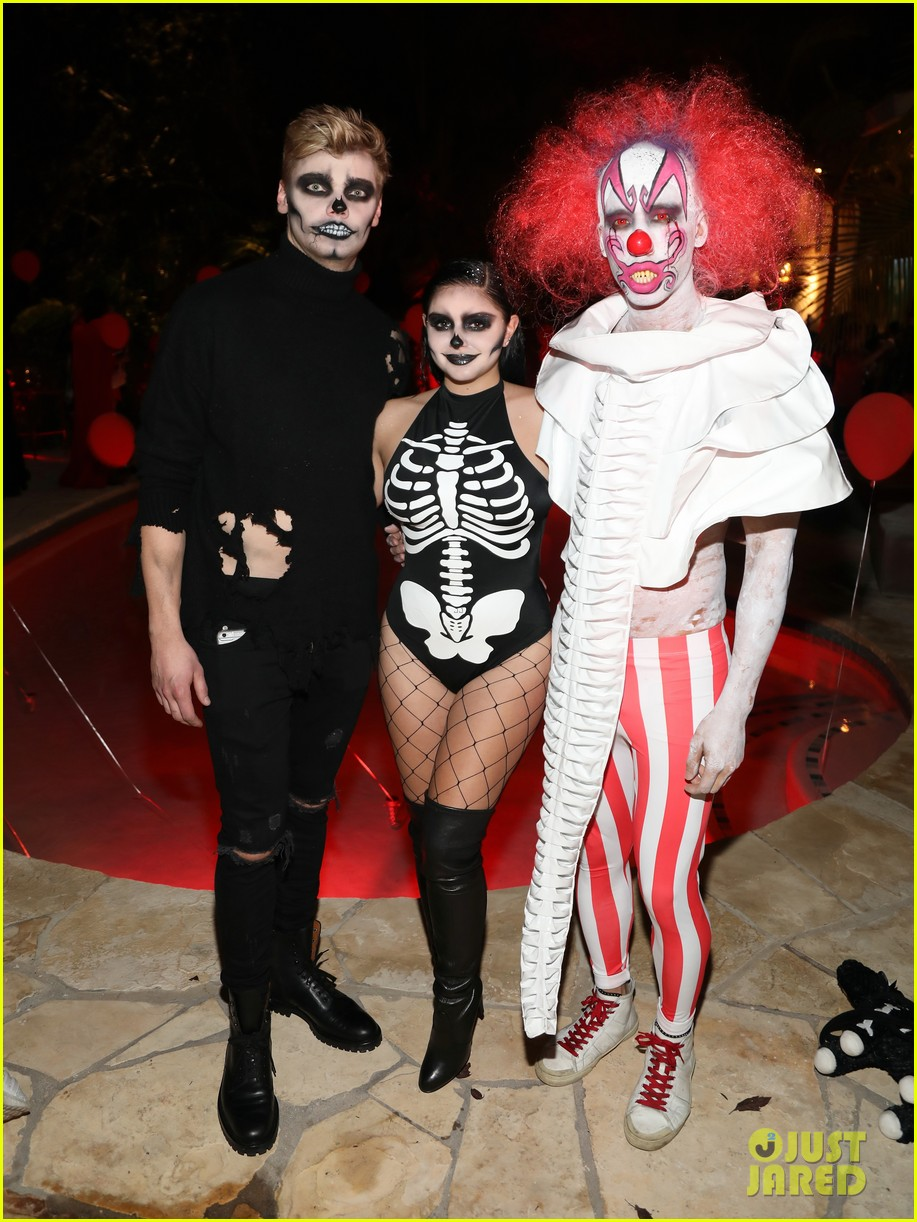 ariel winter levi meaden just jared halloween party 07