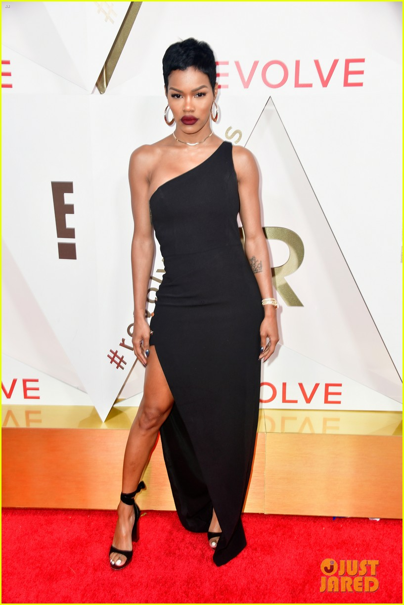 hailey baldwin and shay mitchell are beauties in black at revolve awards 2017 13