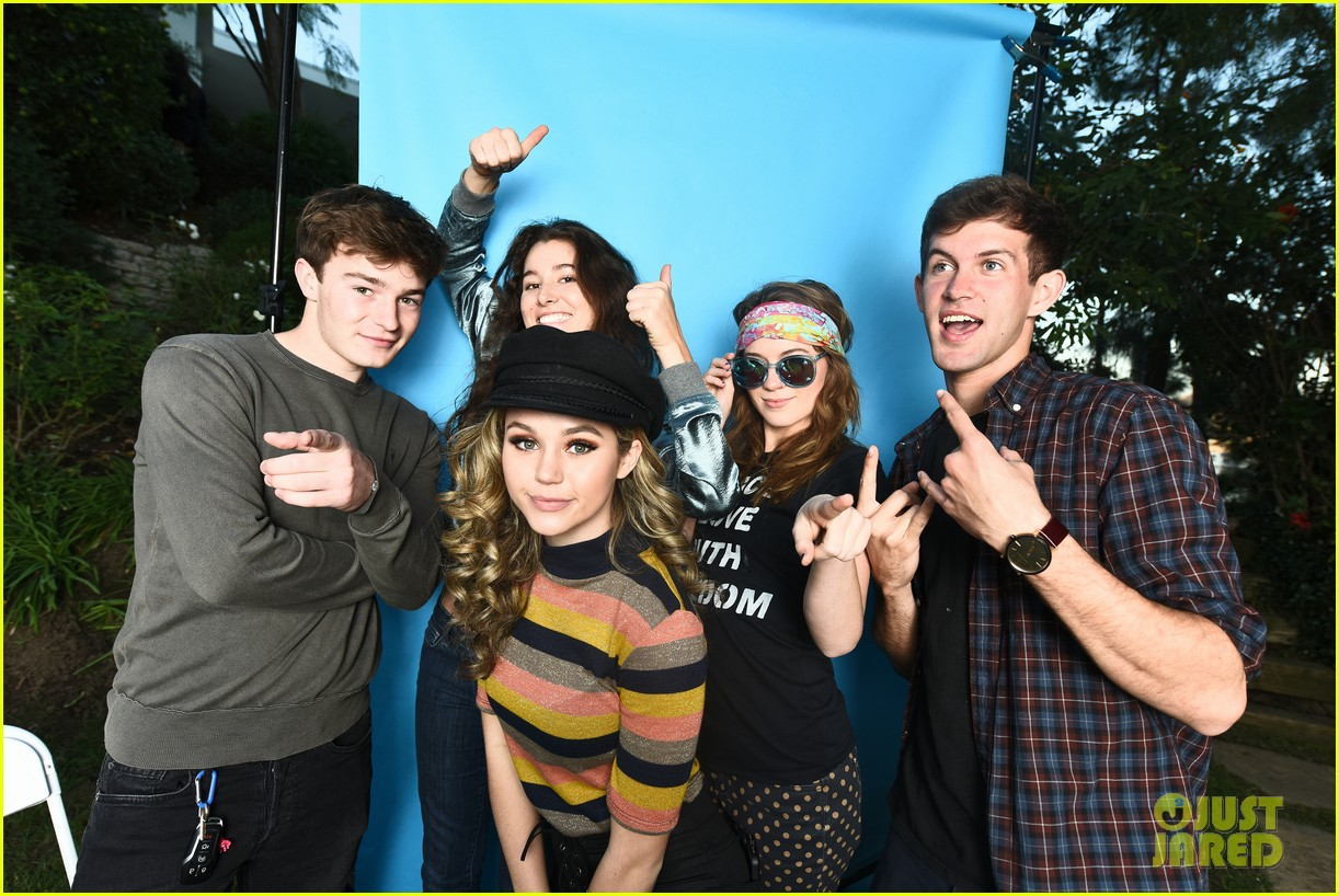 brec bassinger and boyfriend dylan summerall make cute couple at ysb friendsgiving 01