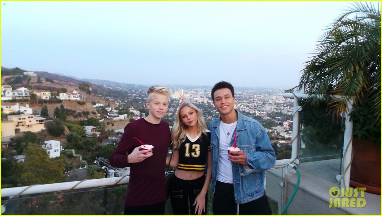 brec bassinger and boyfriend dylan summerall make cute couple at ysb friendsgiving 04
