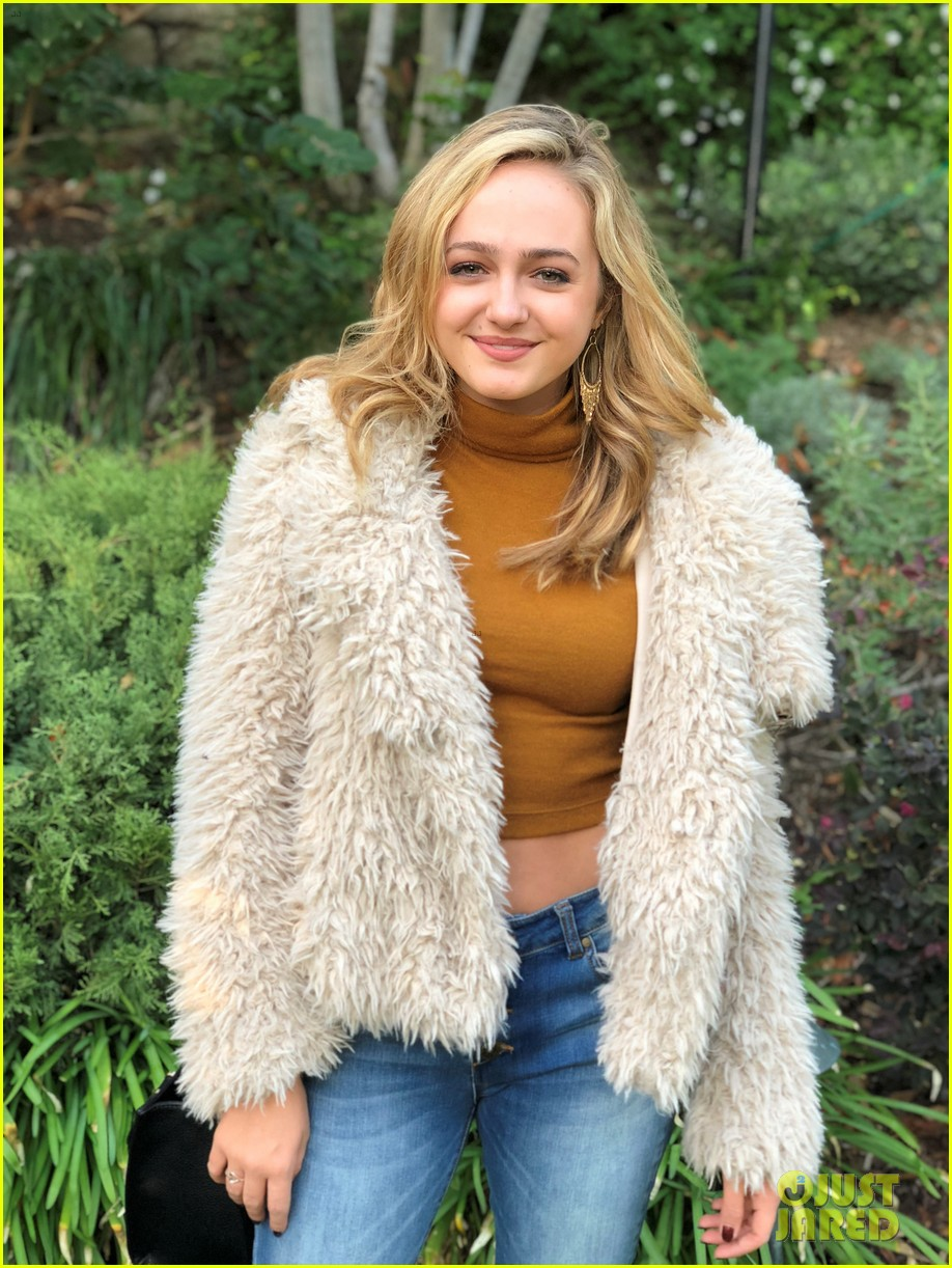 brec bassinger and boyfriend dylan summerall make cute couple at ysb friendsgiving 21
