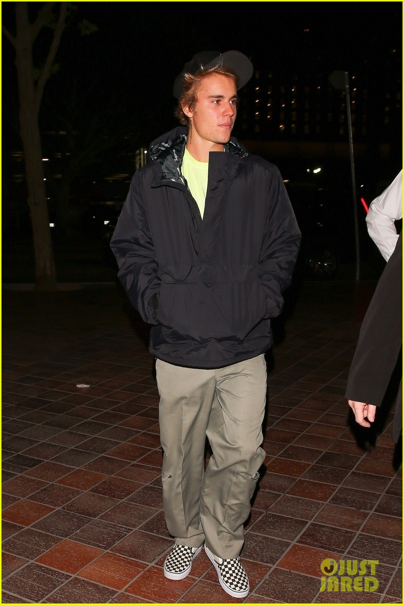 justin bieber selena gomez grab late night dinner after church 07