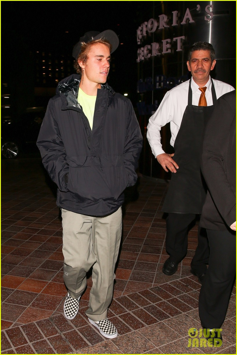 justin bieber selena gomez grab late night dinner after church 10