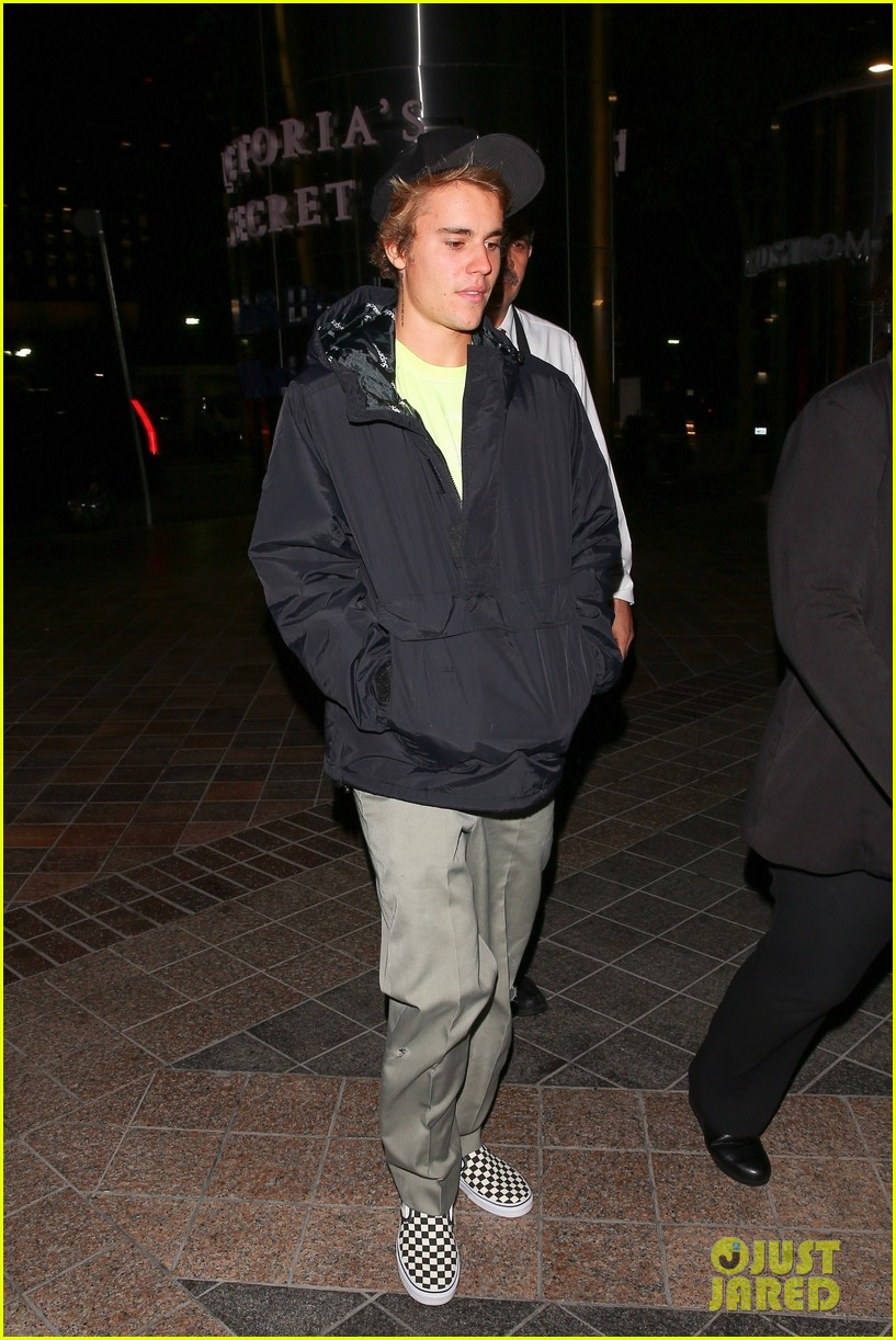 justin bieber selena gomez grab late night dinner after church 22