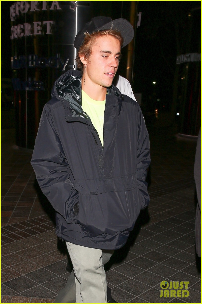 justin bieber selena gomez grab late night dinner after church 24