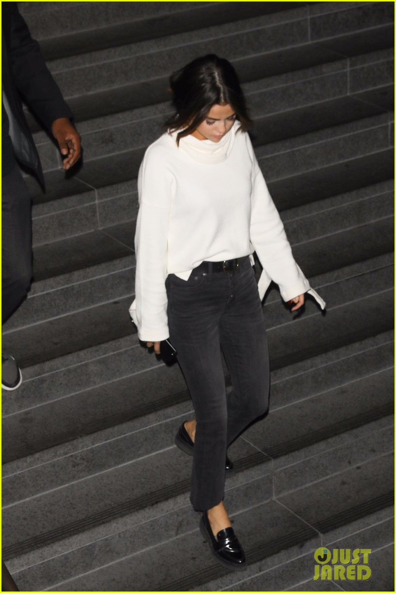 justin bieber selena gomez grab late night dinner after church 38