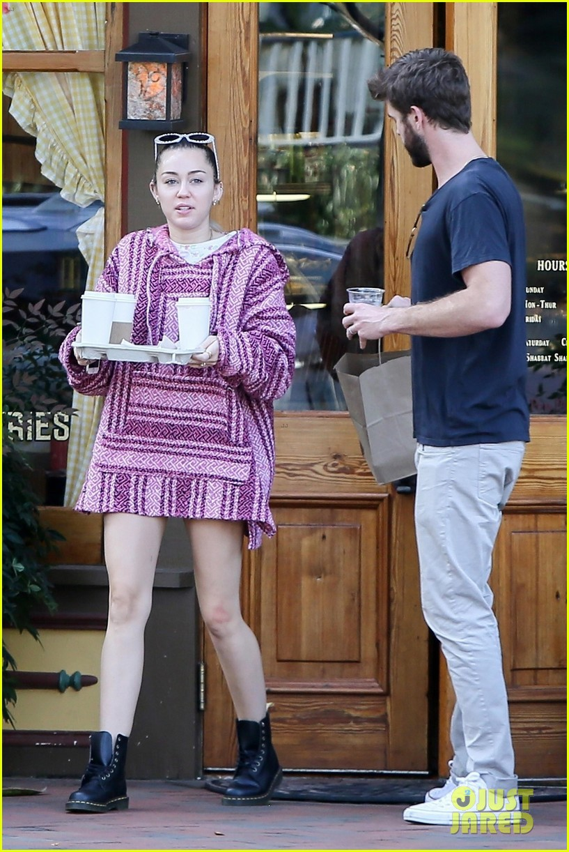 miley cyrus and liam hemsworth couple up coffee run 02