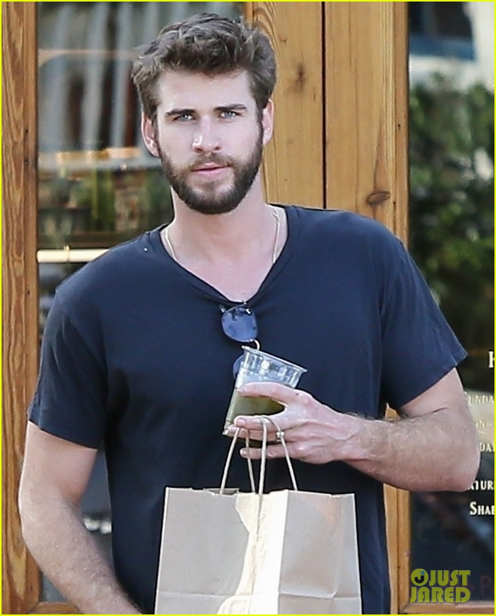 miley cyrus and liam hemsworth couple up coffee run 03