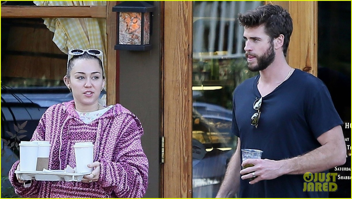 miley cyrus and liam hemsworth couple up coffee run 07