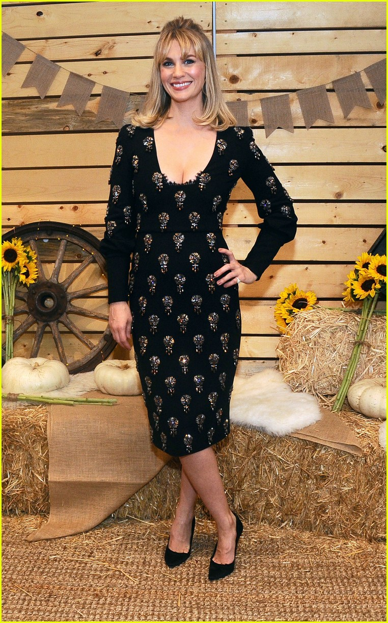 cara delevingne january jones jessica szohr and more step out for fall fashion event 02