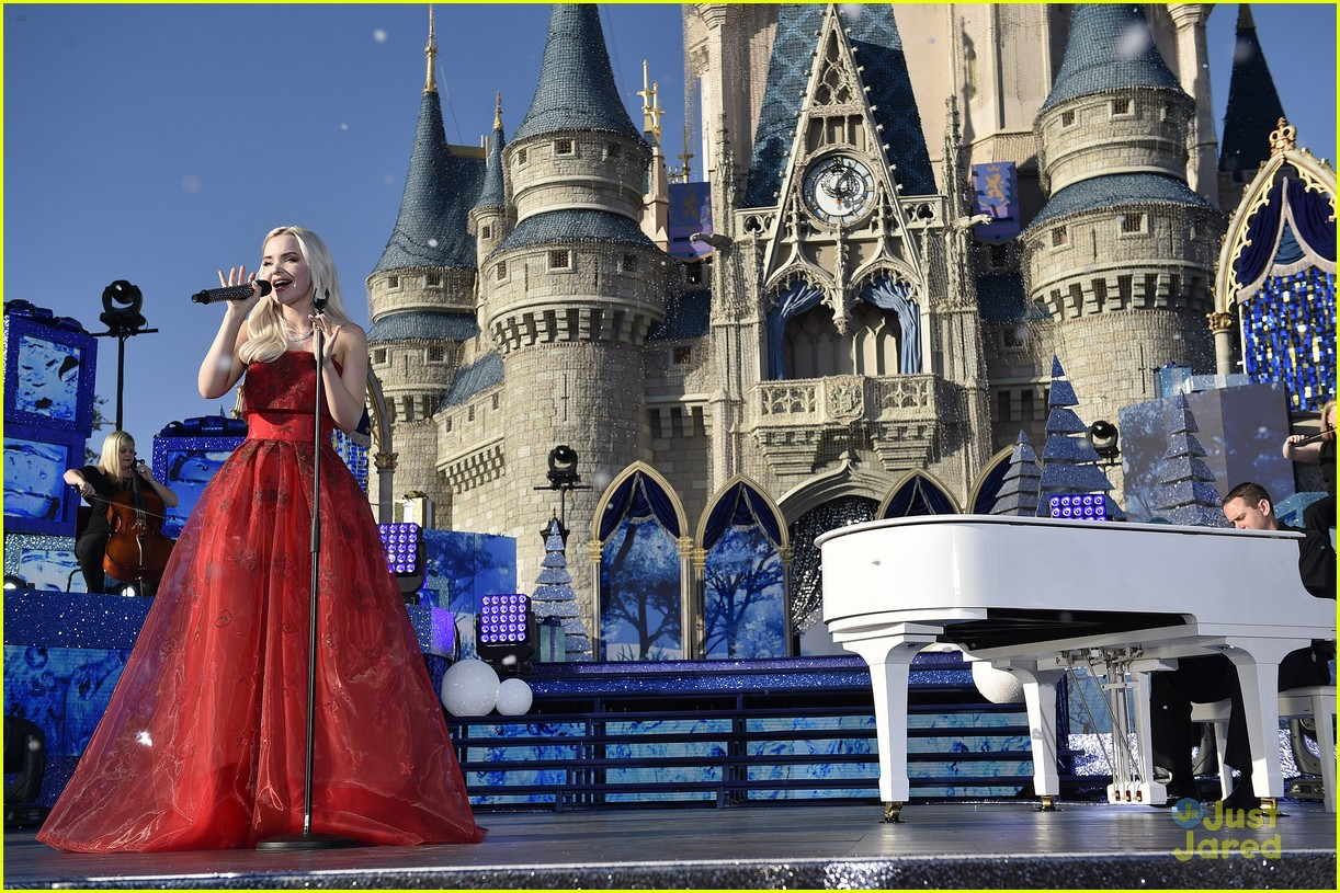 dove sofia raven disney holiday celebration 04
