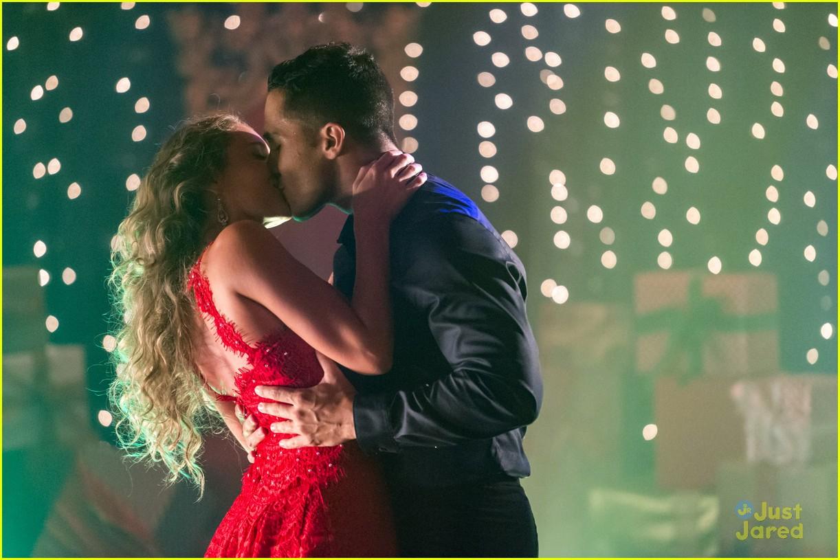 carlos alexa penavega enchanted christmas movie airs tonight 05