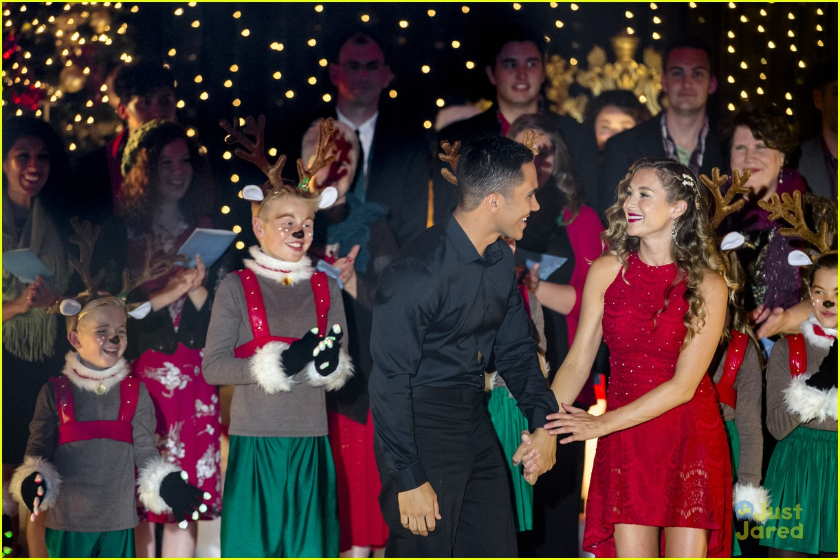 carlos alexa penavega enchanted christmas movie airs tonight 26