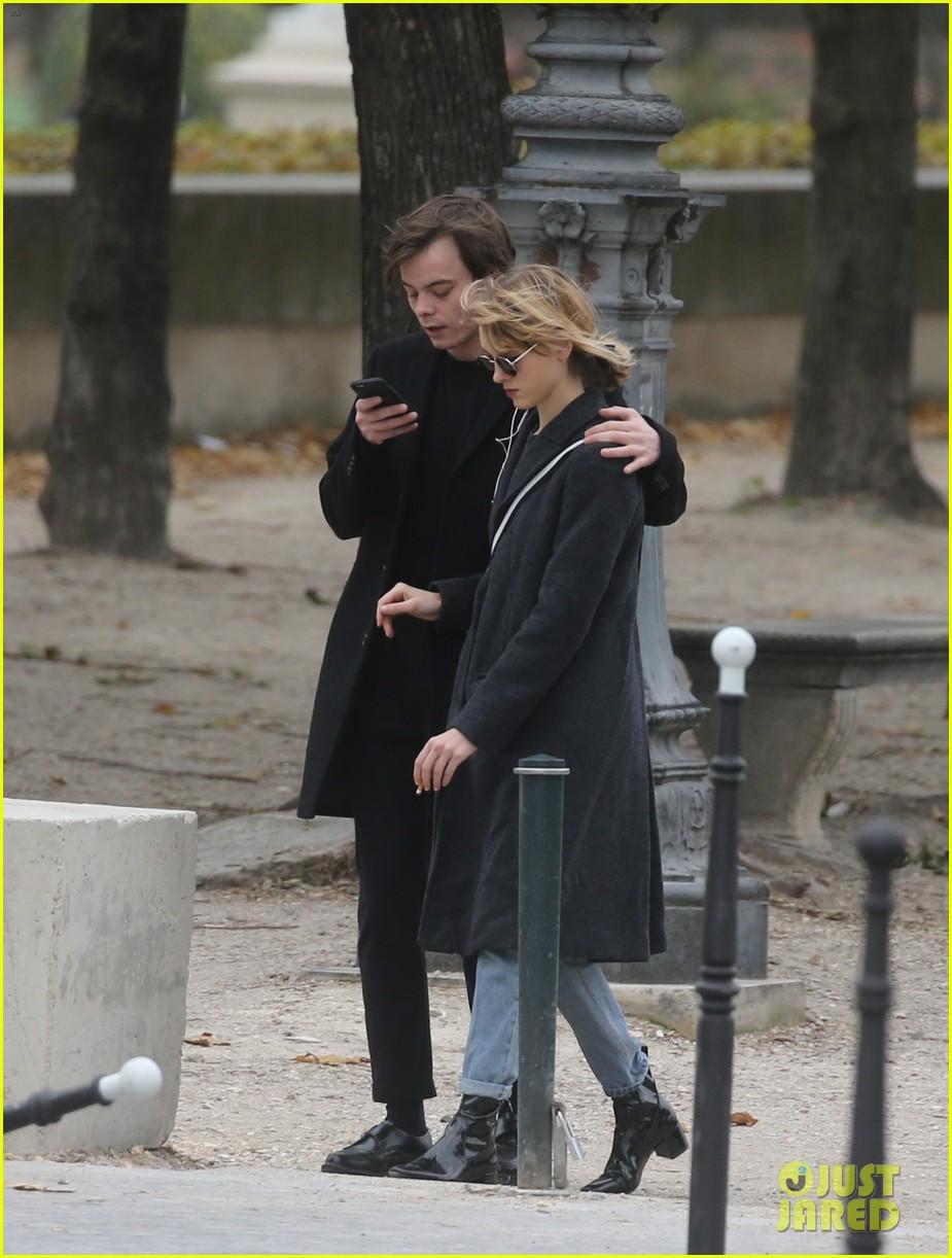 'Stranger Things' Stars Charlie Heaton & Natalia Dyer ...