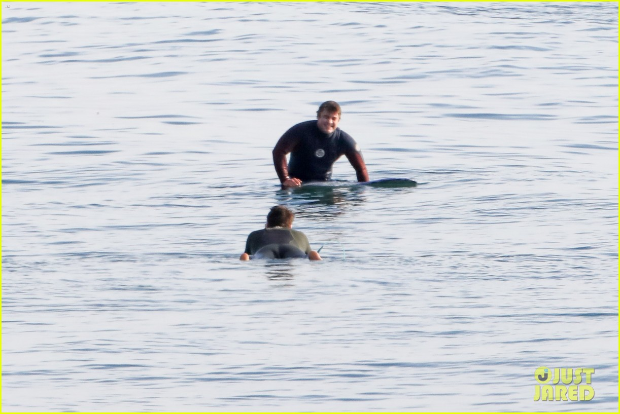 liam hemsworth spends the afternoon surfing in malibu 07