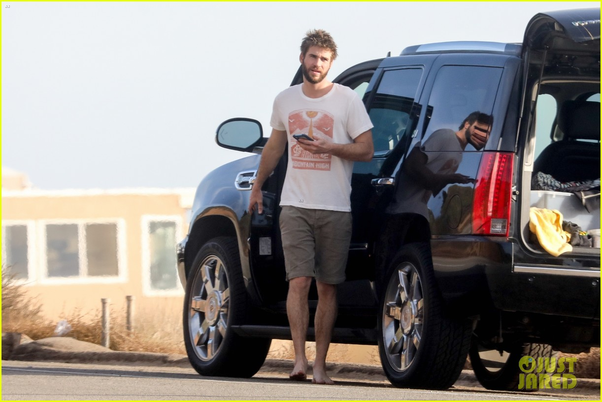 liam hemsworth spends the afternoon surfing in malibu 10