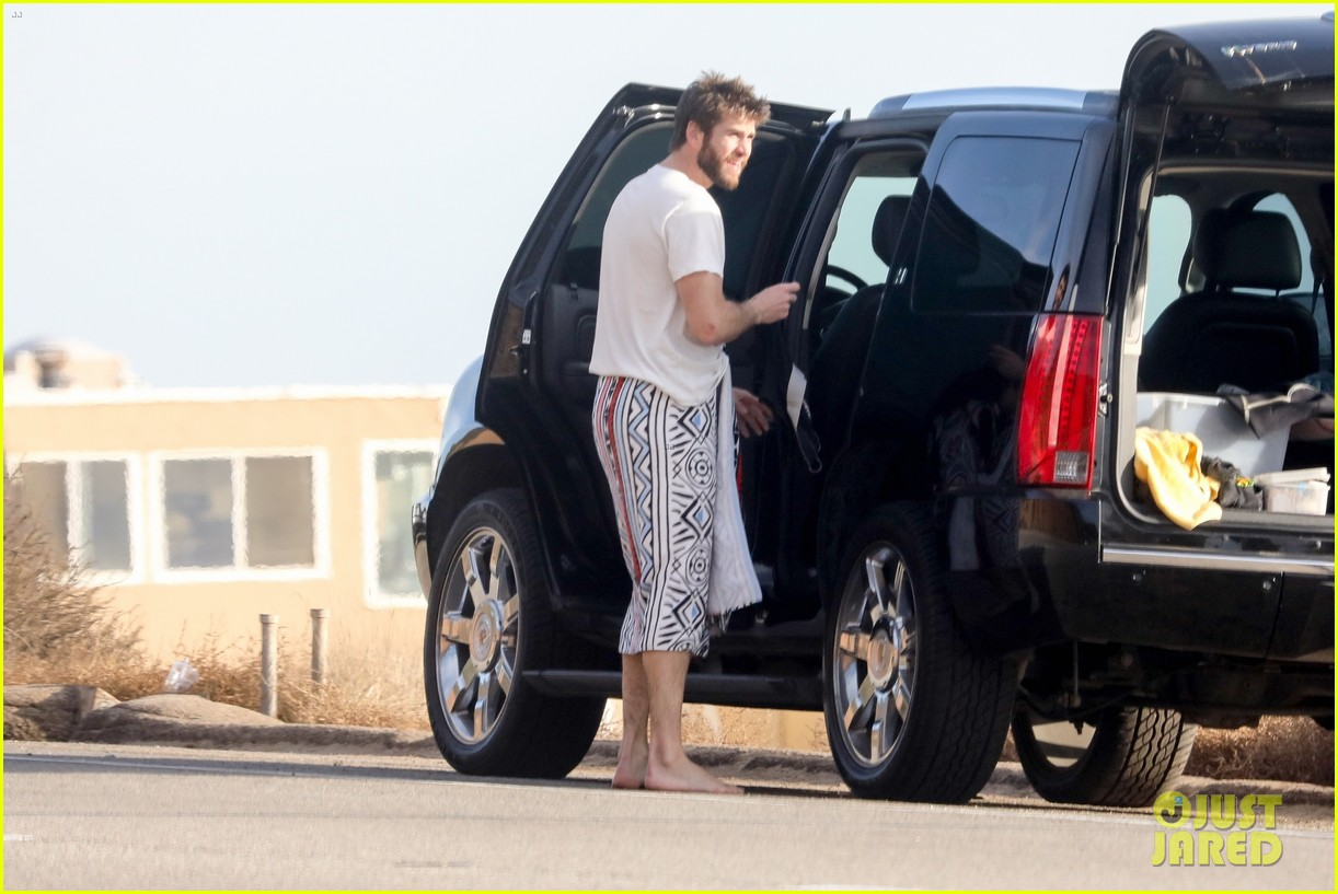 liam hemsworth spends the afternoon surfing in malibu 20