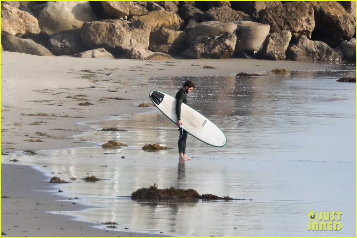 liam hemsworth spends the afternoon surfing in malibu 21