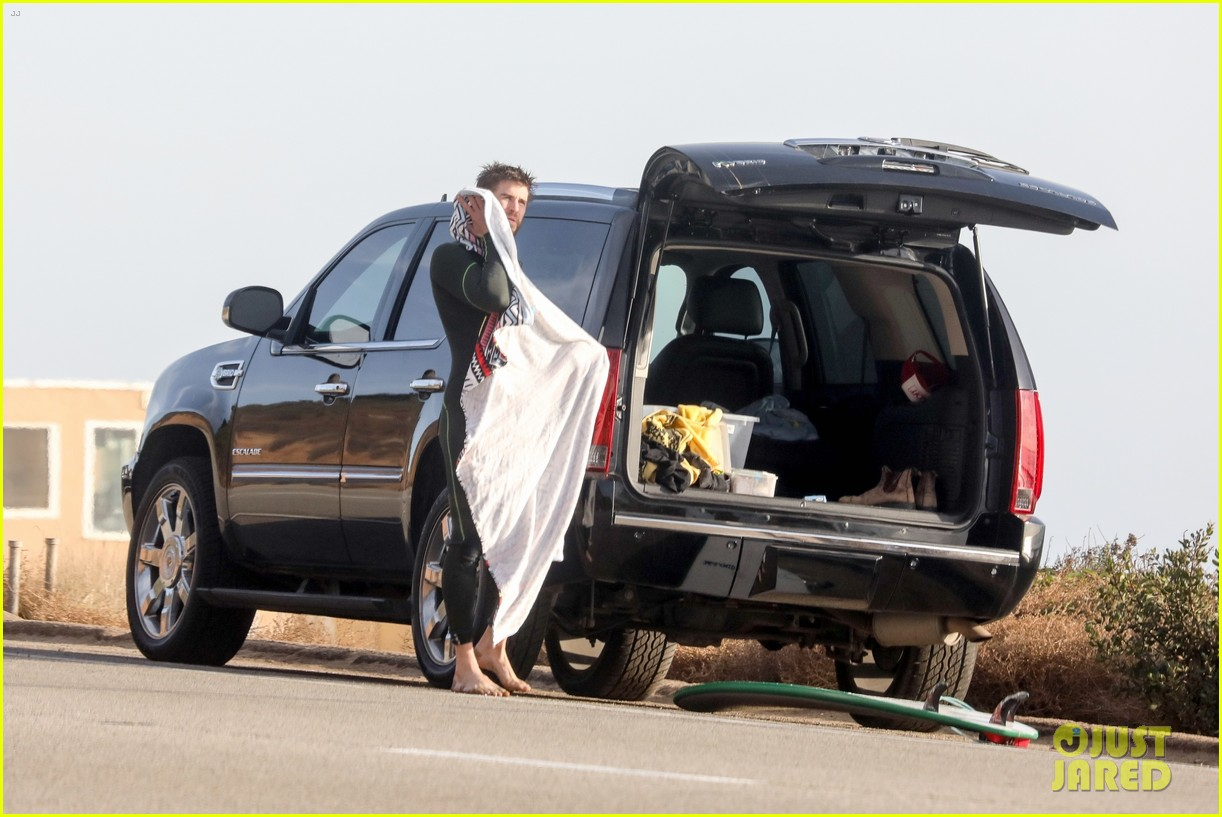 liam hemsworth spends the afternoon surfing in malibu 22