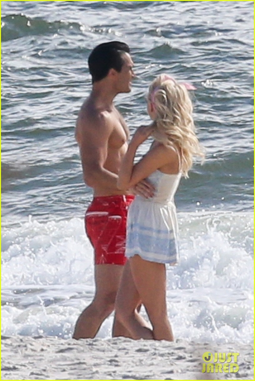 tyler hoechlin julianne hough flaunt cute pda at the beach 04