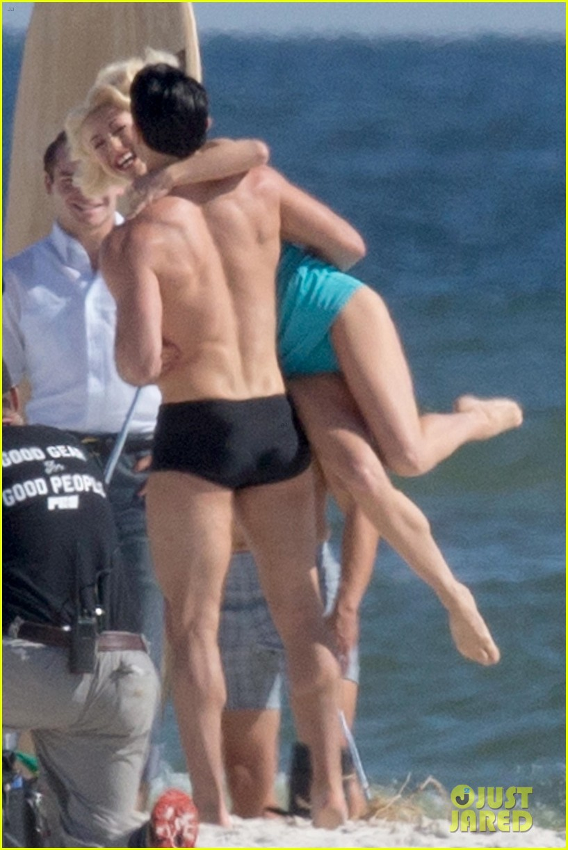 tyler hoechlin wears tiny swimsuit for bigger beach scene julianne hough 06