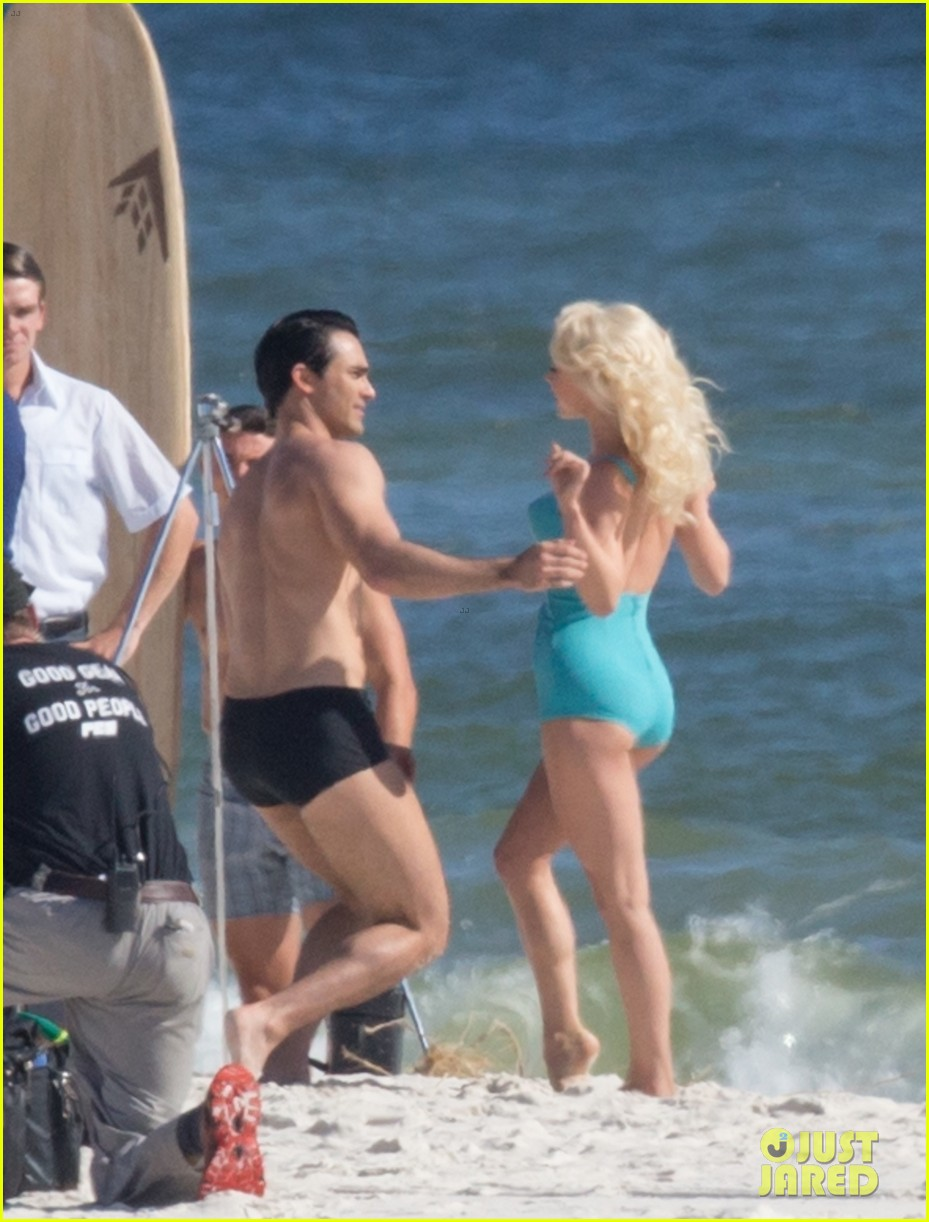 tyler hoechlin wears tiny swimsuit for bigger beach scene julianne hough 11