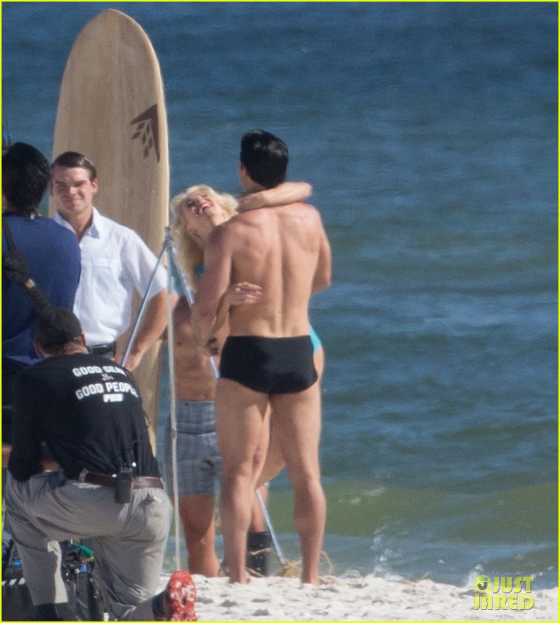 tyler hoechlin wears tiny swimsuit for bigger beach scene julianne hough 14
