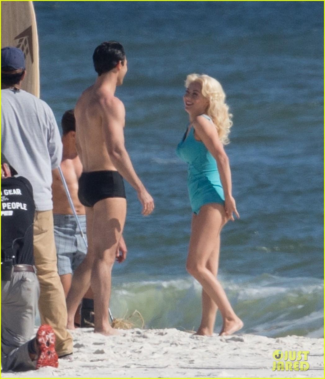 tyler hoechlin wears tiny swimsuit for bigger beach scene julianne hough 16