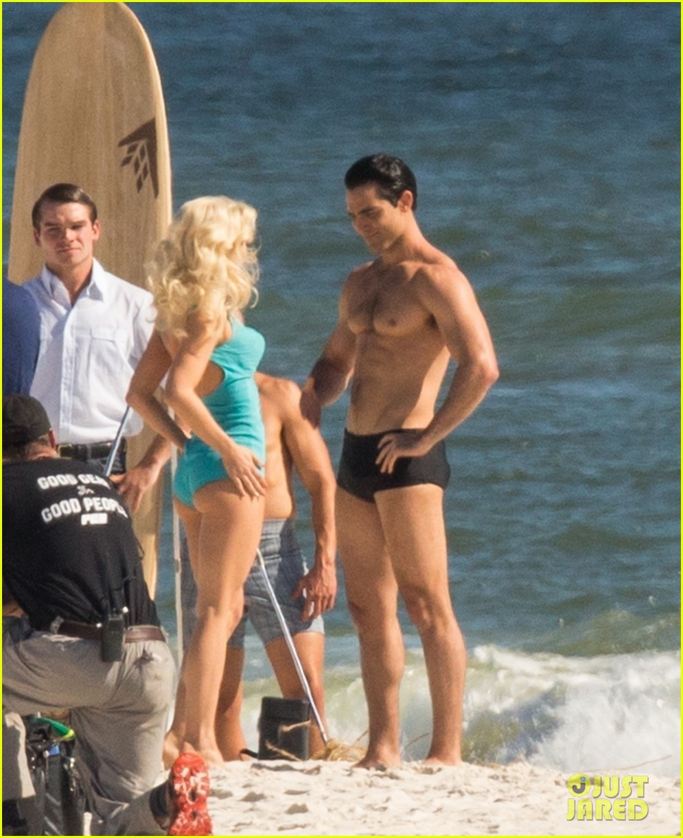 tyler hoechlin wears tiny swimsuit for bigger beach scene julianne hough 19