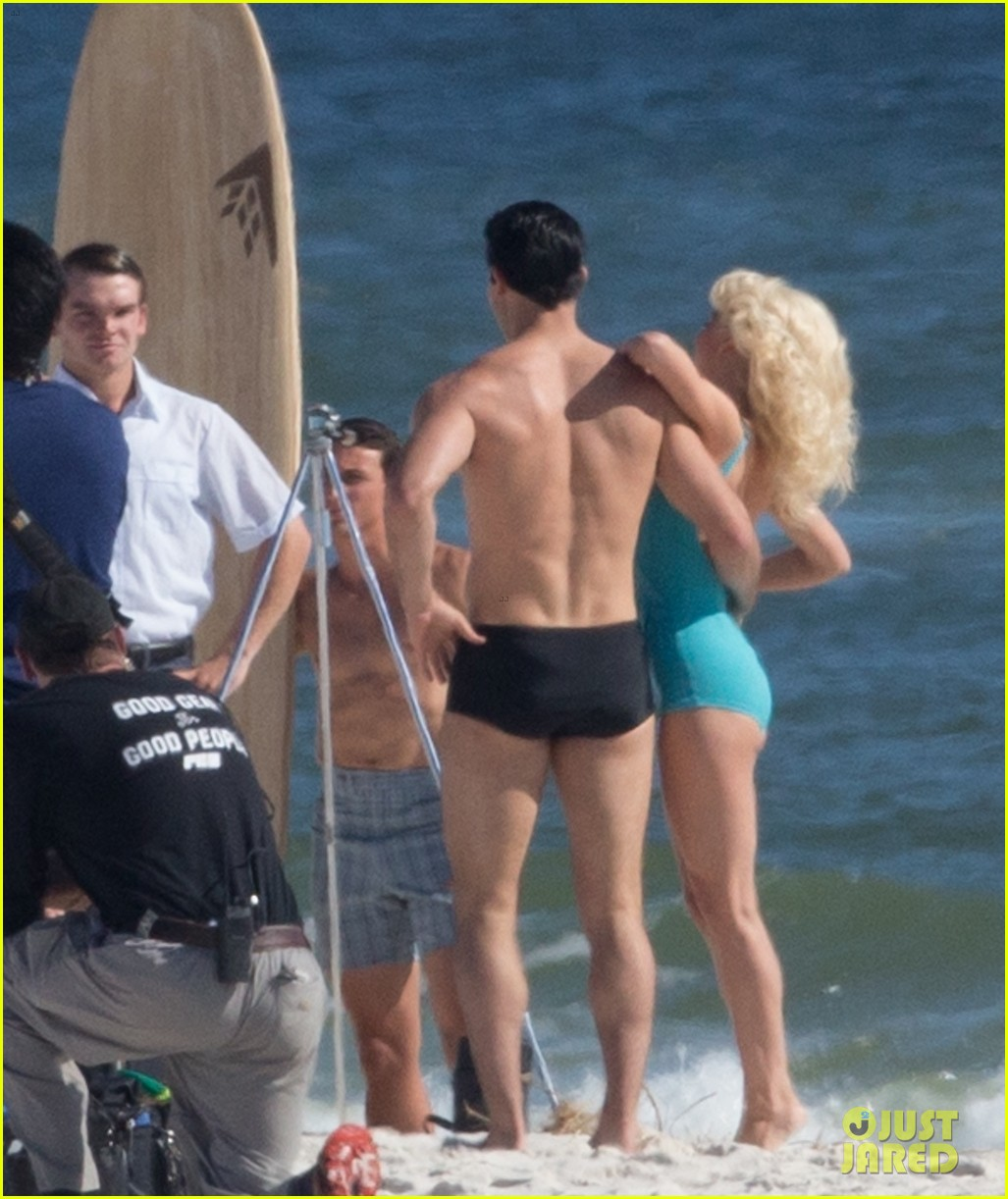tyler hoechlin wears tiny swimsuit for bigger beach scene julianne hough 24