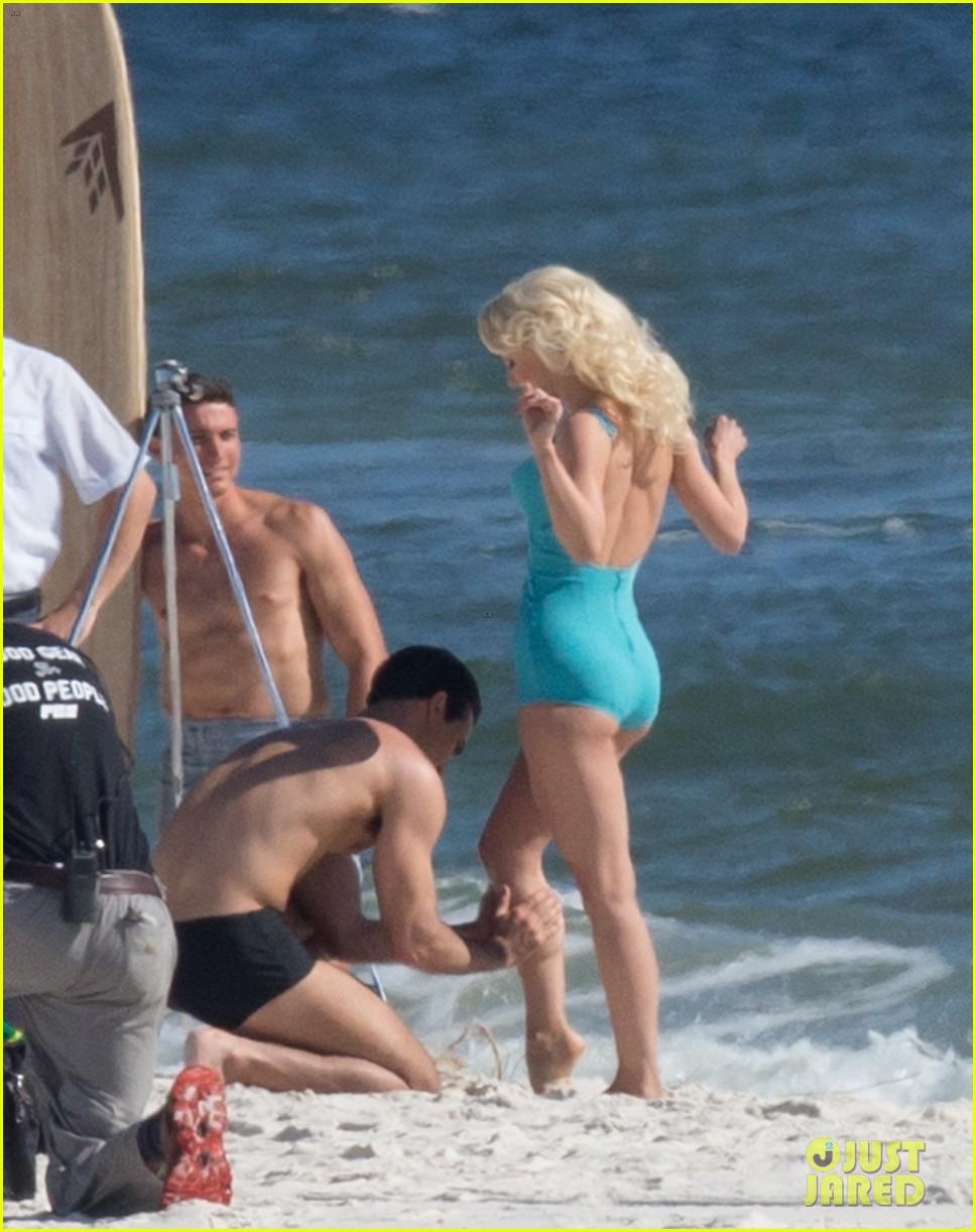 tyler hoechlin wears tiny swimsuit for bigger beach scene julianne hough 27