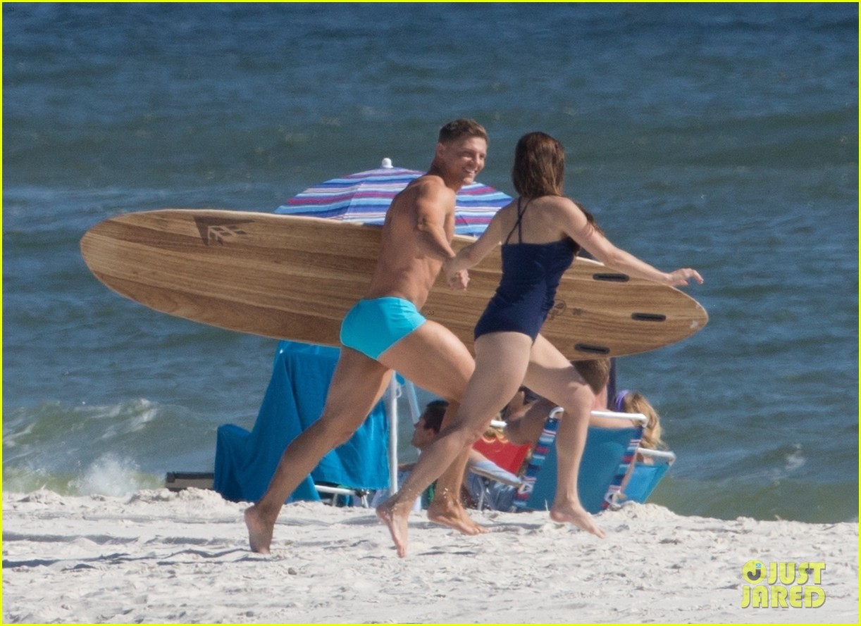 tyler hoechlin wears tiny swimsuit for bigger beach scene julianne hough 32