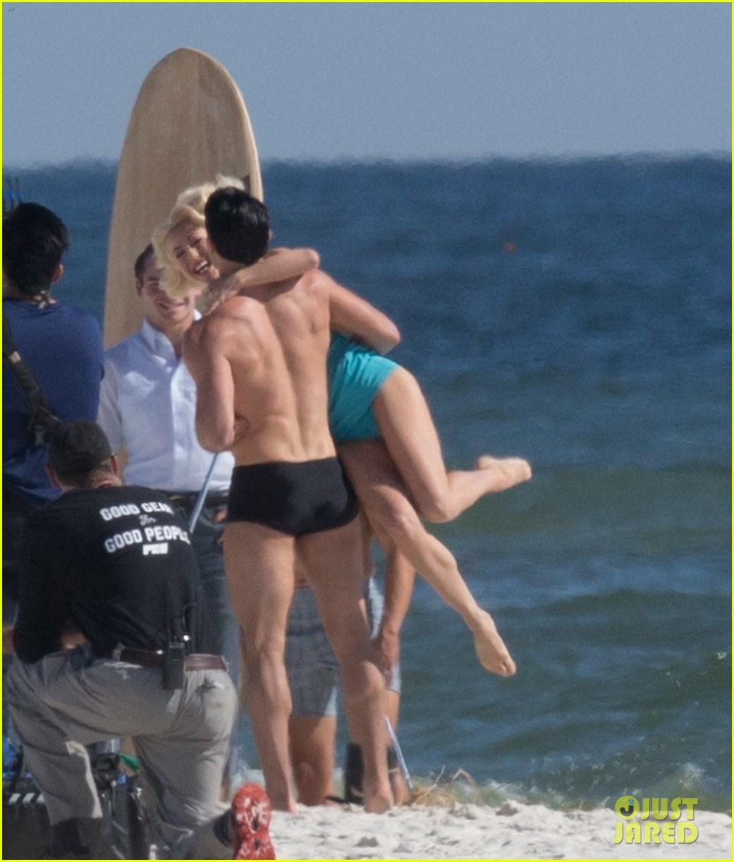 tyler hoechlin wears tiny swimsuit for bigger beach scene julianne hough 35