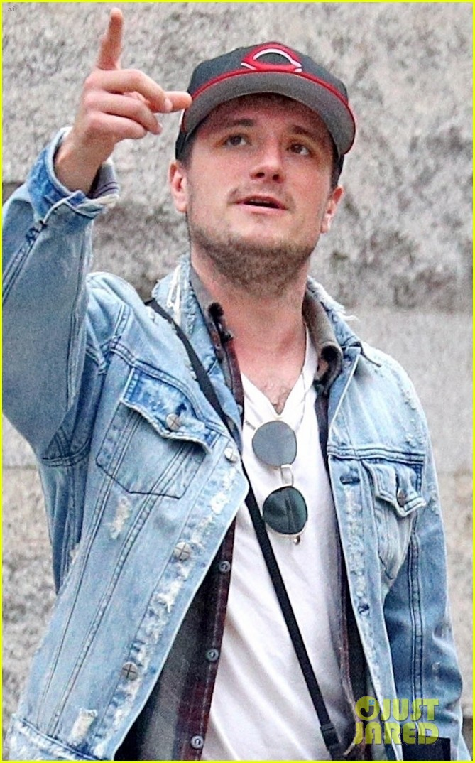 josh hutcherson goes apartment hunting in nyc 04