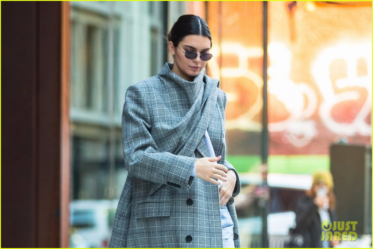 kendall jenner hangs with friends in nyc 12
