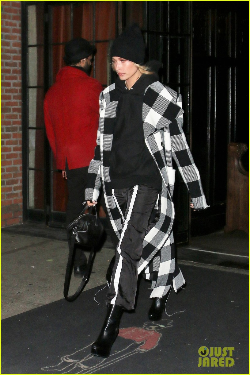kendall jenner hangs with friends in nyc 29