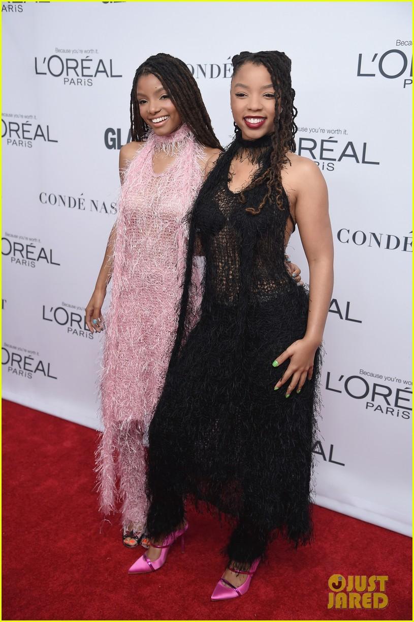 nick jonas and zendaya look sharp at glamours women of the year awards 2017 01