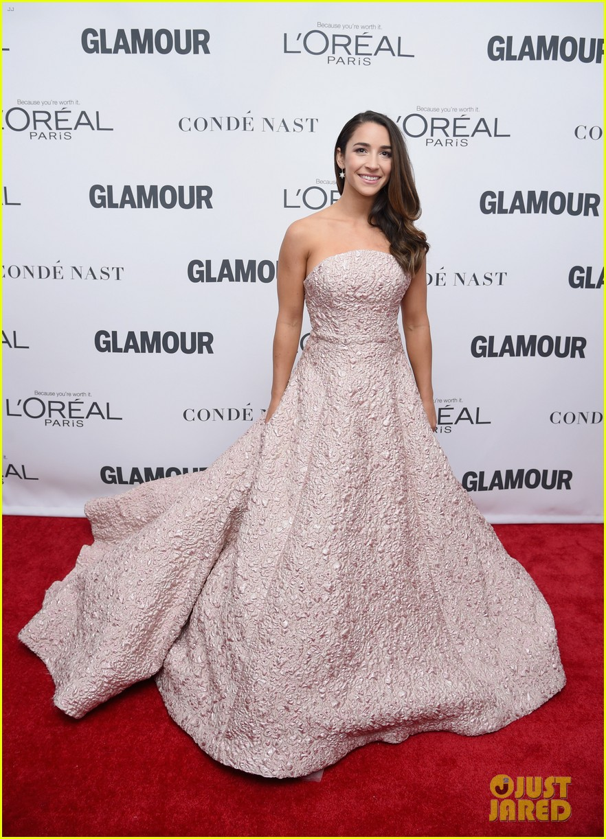 nick jonas and zendaya look sharp at glamours women of the year awards 2017 03