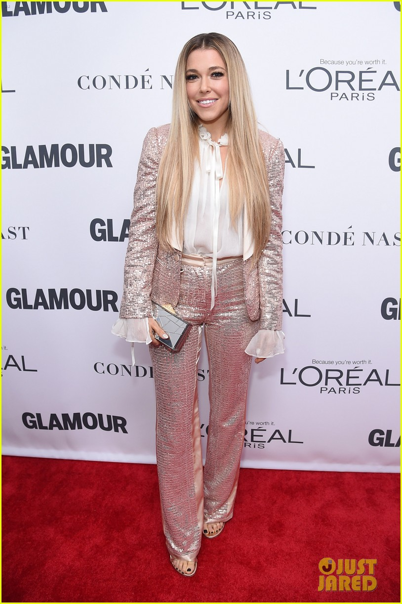 nick jonas and zendaya look sharp at glamours women of the year awards 2017 07