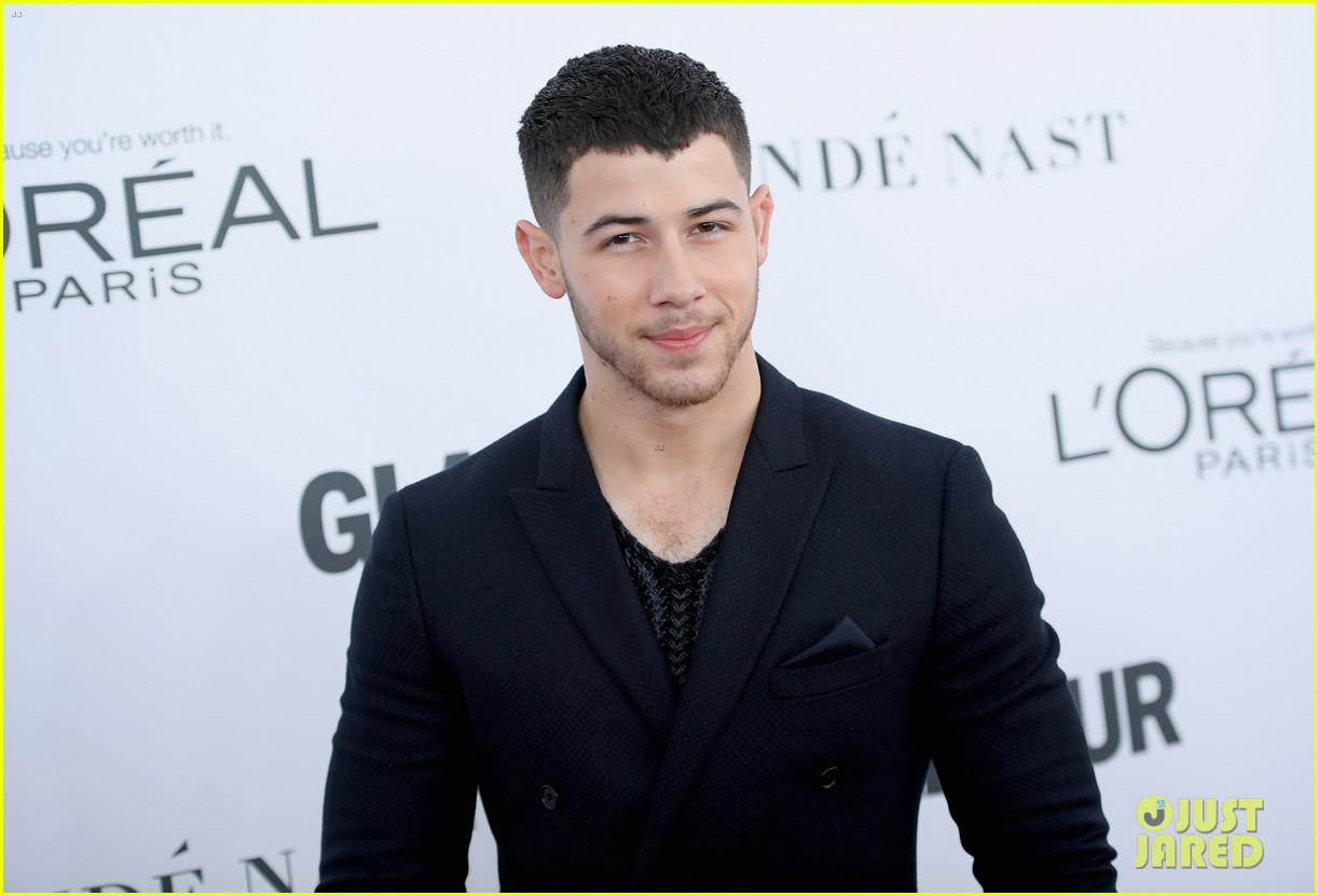 nick jonas and zendaya look sharp at glamours women of the year awards 2017 14