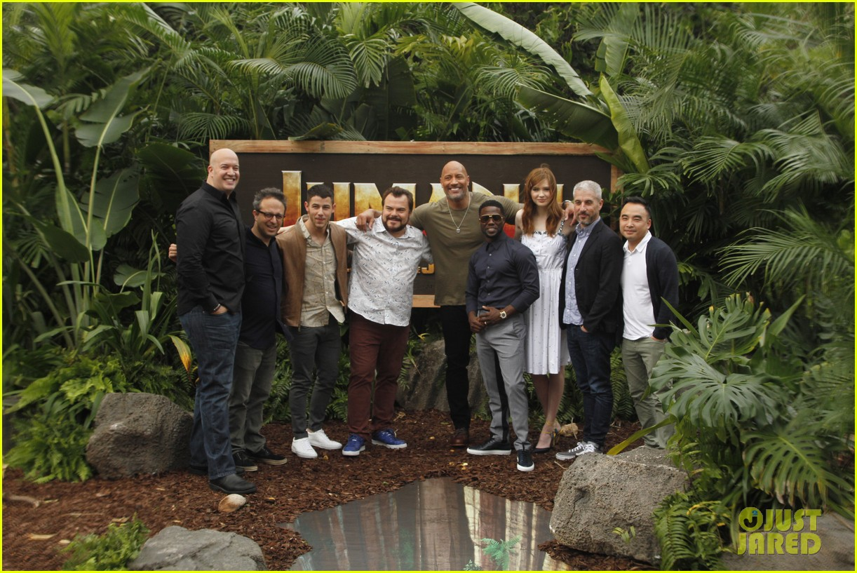 dwayne johnson nick jonas promote jumanji welcome to the jungle in hawaii 04