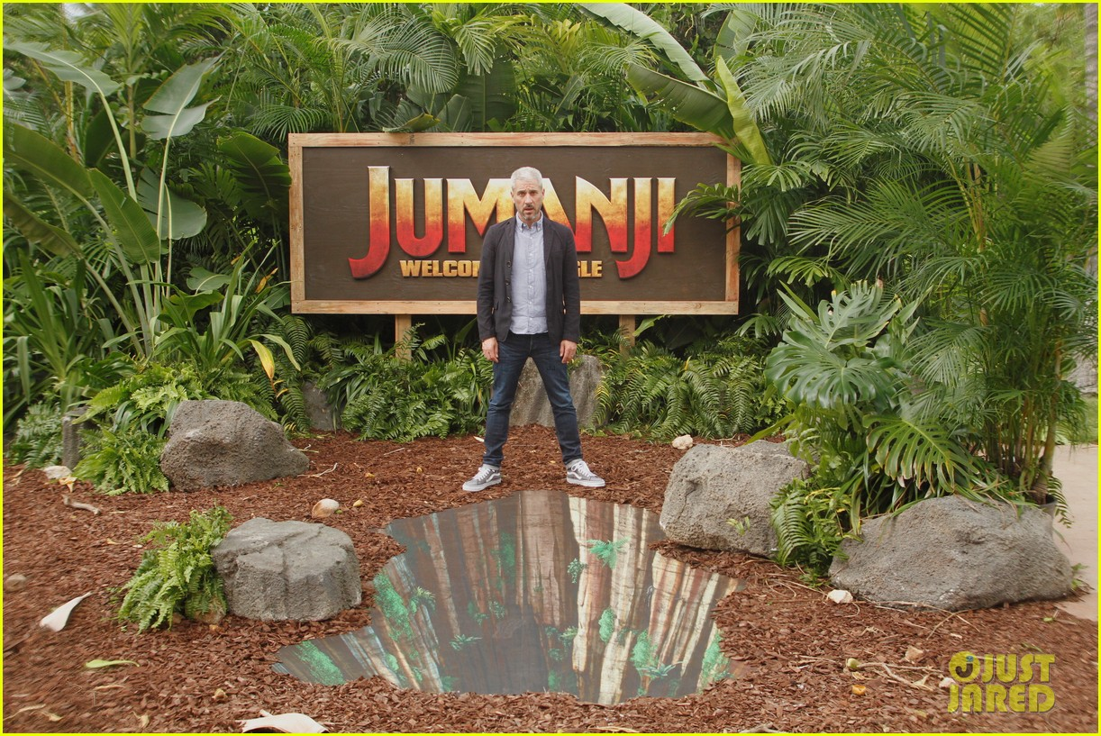 dwayne johnson nick jonas promote jumanji welcome to the jungle in hawaii 14