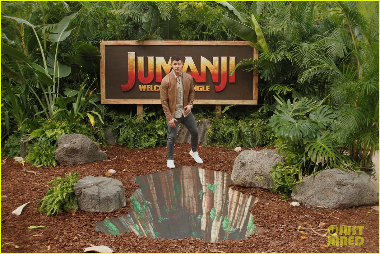 dwayne johnson nick jonas promote jumanji welcome to the jungle in hawaii 17
