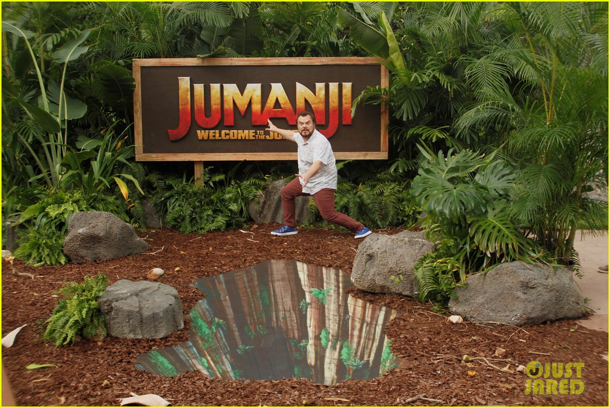 dwayne johnson nick jonas promote jumanji welcome to the jungle in hawaii 20