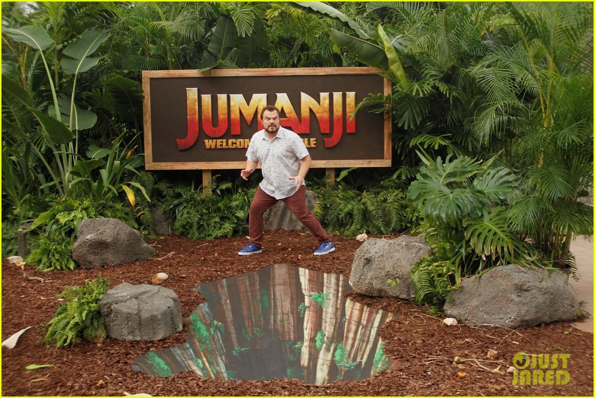 dwayne johnson nick jonas promote jumanji welcome to the jungle in hawaii 23