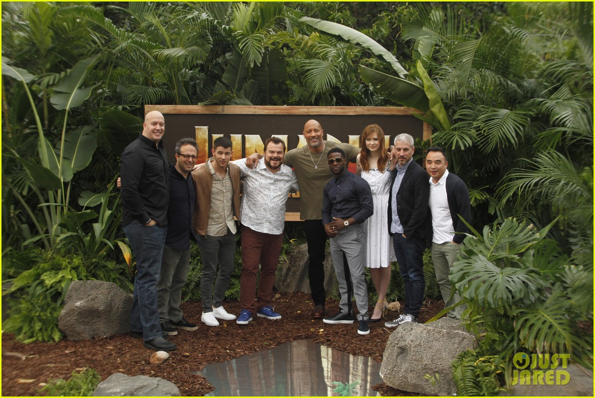 dwayne johnson nick jonas promote jumanji welcome to the jungle in hawaii 25
