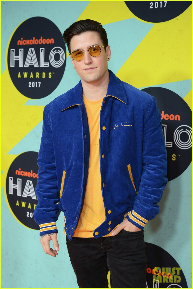 Logan Henderson Hits the Orange Carpet at the Nickelodeon ...