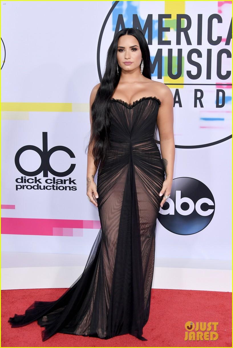 demi lovato danica roem american music awards 2017 01
